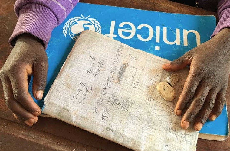 Bambina Bambina Giallo Unicef Vestito Bambina Unicef Giallo Unicef Vestito 35jLq4AR