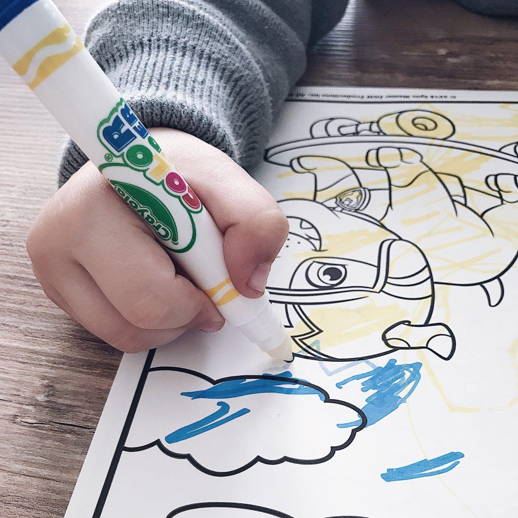 Macchie Di Pennarello Su Tessuto crayola presenta color wonder, la magia del colore senza